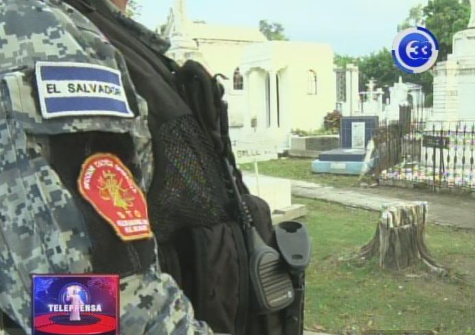 PNC lanza plan de seguridad en los cementerios de San Salvador