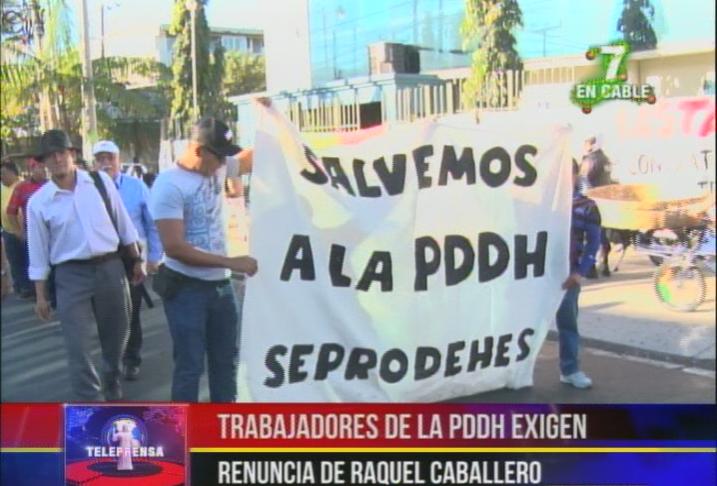 Trabajadores de la PDDH exigen renuncia de Raquel Caballero