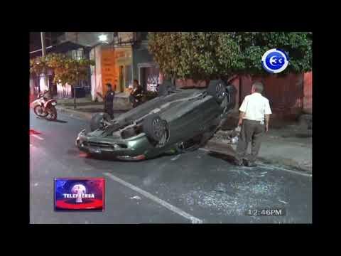 Conductor volcó su vehículo sobre la alameda Juan Pablo II