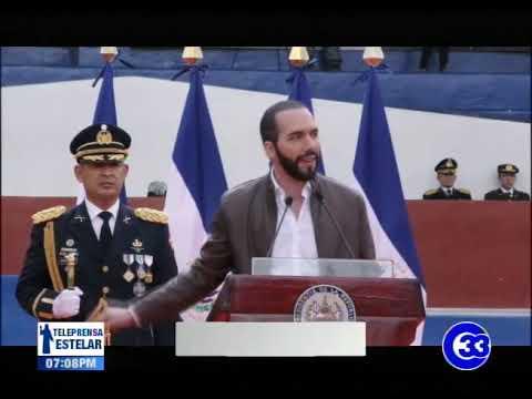 Presidente recibe bastón de la Fuerza Armada